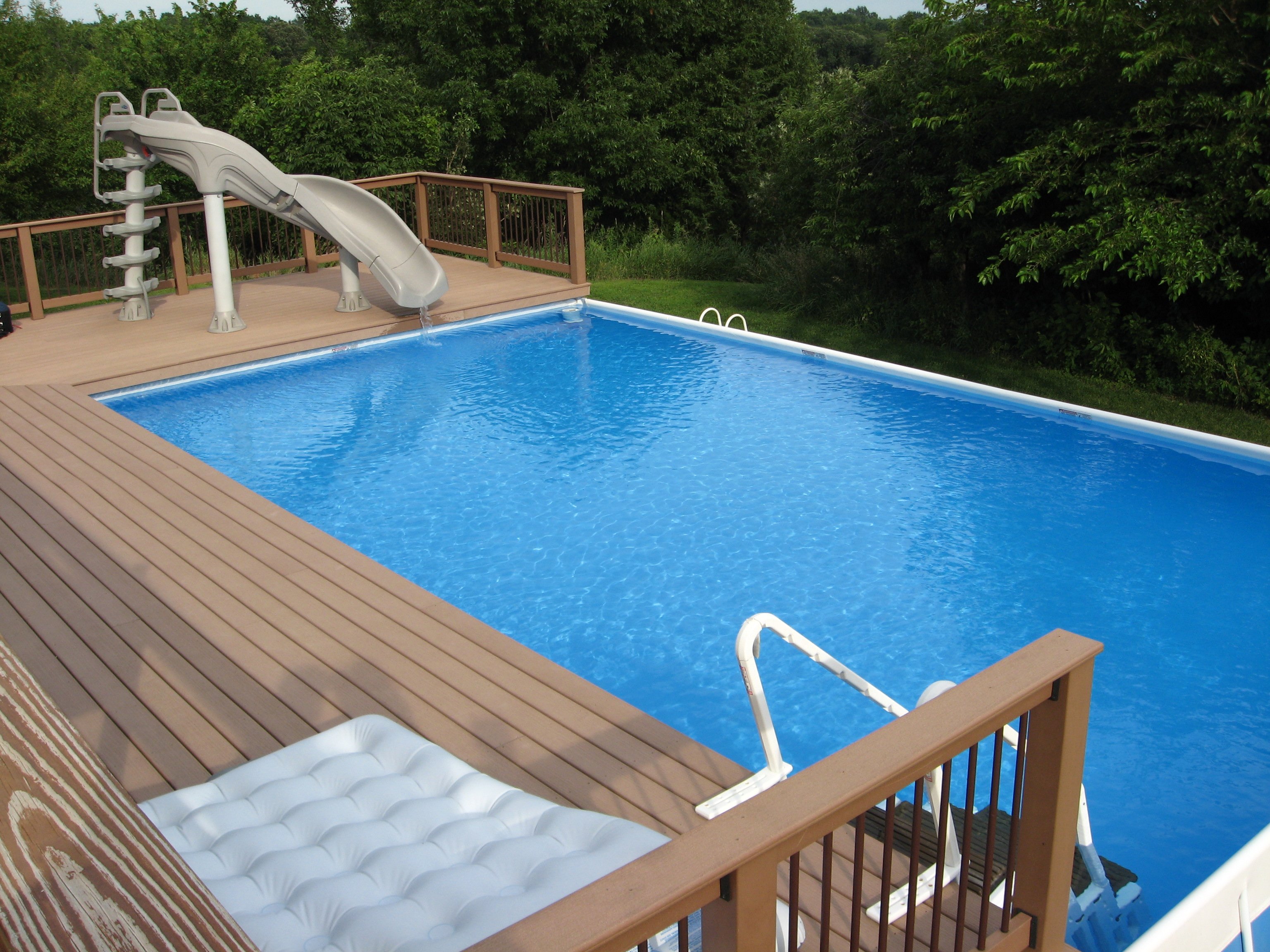 Above ground pool custom decks - Jacuzzi semi enterre ...